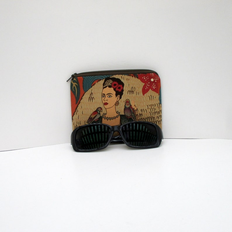 Fridas/'s Garden with Parrots in Terracotta Small Zippered Pouch or Coin Purse