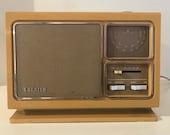 Antique Zenith Solid State AM FM Radio