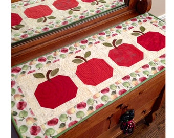 Incroyable An Apple A Day Table Runner KIT