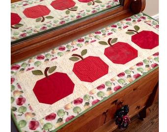Incroyable An Apple A Day Table Runner KIT