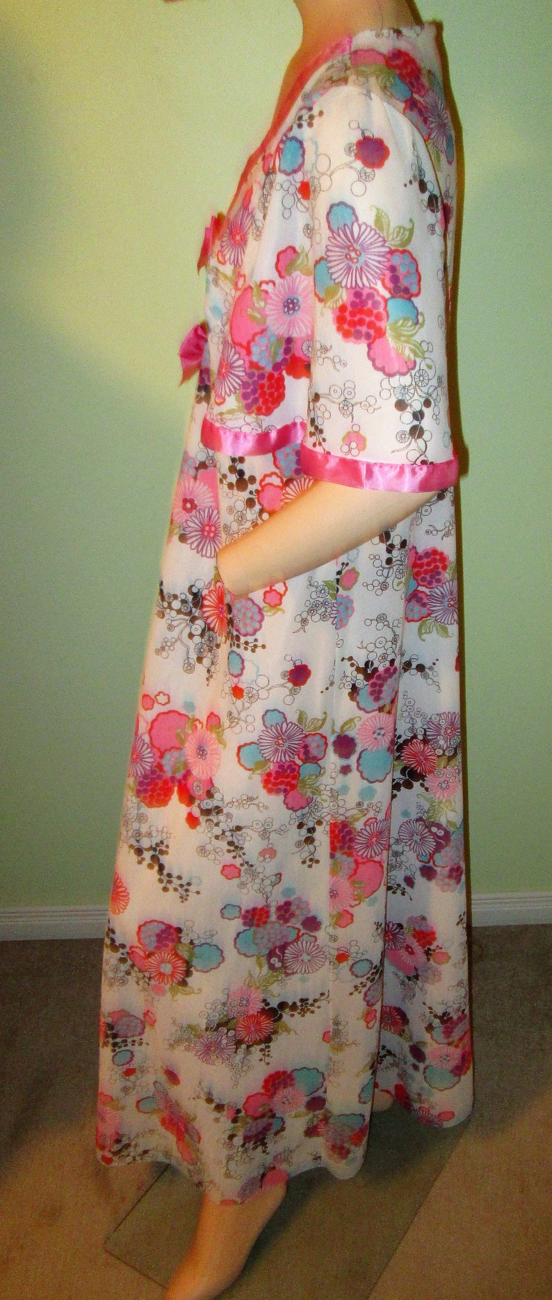 Vintage 1960s Saxon Lingerie Made in England Nylon Robe with Fluttery Sleeves Bows bust Floral Sale