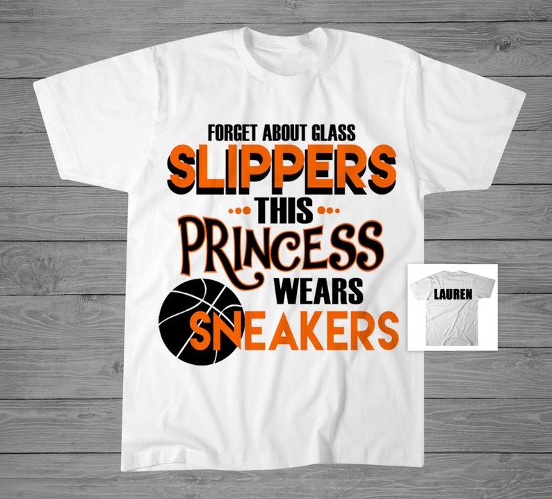d07afd5c700d9 Oublier les pantoufles de verre ce T-Shirt de basket princesse