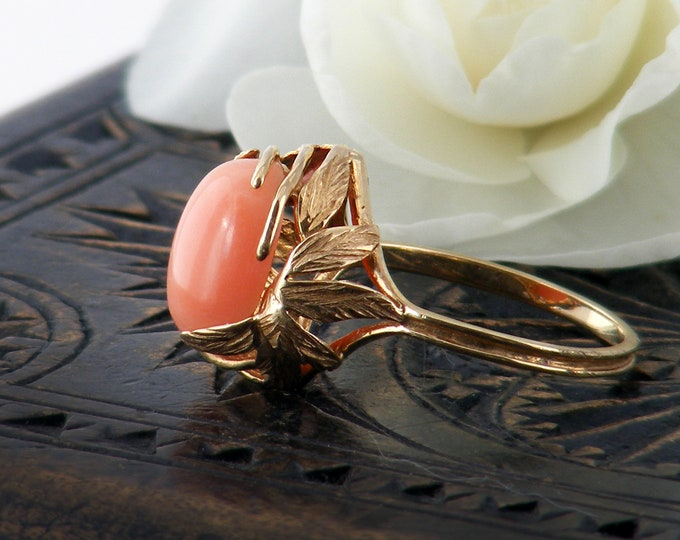 14ct Gold Vintage Coral Ring | Oval Cabochon | 14 Carat Solid Gold Art Nouveau Design - US Ring Size 6 1/2, UK Ring Size N