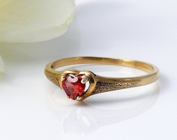Vintage Garnet Heart Ring 10ct Gold | Sweetheart Gift | Heart Shape Pyrope Garnet | Romantic Dress Ring -  US Size 6.5, UK N