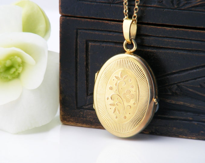 Small Gold Vintage Locket   Rolled Gold Oval Oval   Love Token Locket Necklace - 20 Inch Chain