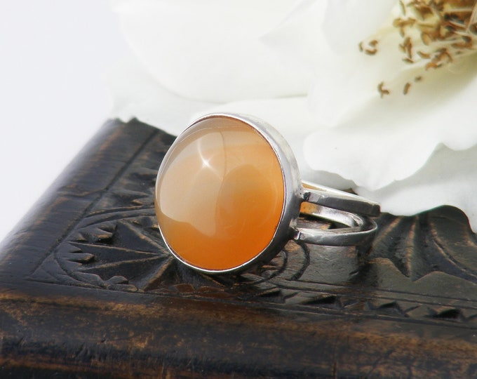 Vintage Carnelian Ring | Apricot Orange Banded Agate Cabochon | 1970s Jewellery | 925 Sterling Silver  US Ring Size 5.5 | UK Ring Size L