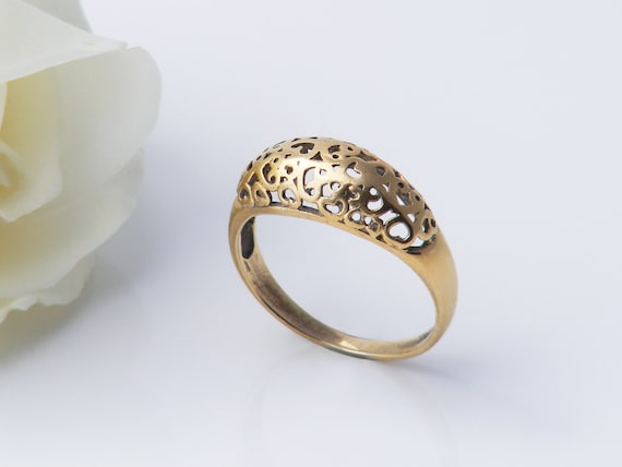 9ct Gold Keeper Ring | Simple Gold Love Token with Lacy Heart Design | Engagement Ring or Wedding -Size US 5 | UK Size K
