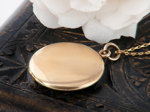 Antique Locket   Polished Gold Shell Victorian Locket   Wightman & Hough, Plain Round Gold Filled, Photo Locket - 20 Inch Chain