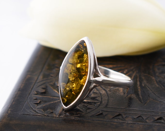 Vintage Green Amber Ring   Sterling Silver with Marquise or Navette Amber   US Ring Size 8 7/8, UK Ring Size R 1/2