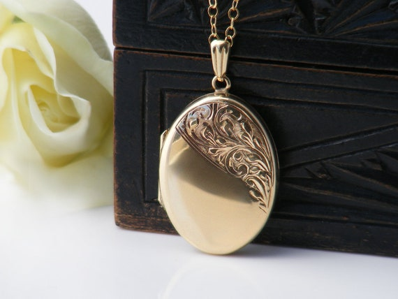 Solid 9ct Gold Vintage Locket | Hand Chased Oval | 1975 English Hallmarked Locket Necklace - 20 Inch Chain