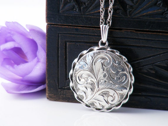 1975 Sterling Silver Vintage Locket | Round Locket Necklace | English Hallmarked Memento Locket - 20 Inch Rope Chain