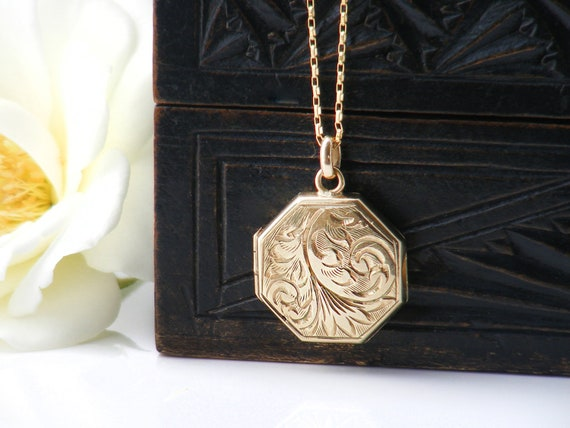 9ct Gold Antique Locket | Solid Gold Locket with 1969 Hallmarks | Octagonal Shape .375 Gold Locket | 50th Birthday Gift - 24 Inch Chain