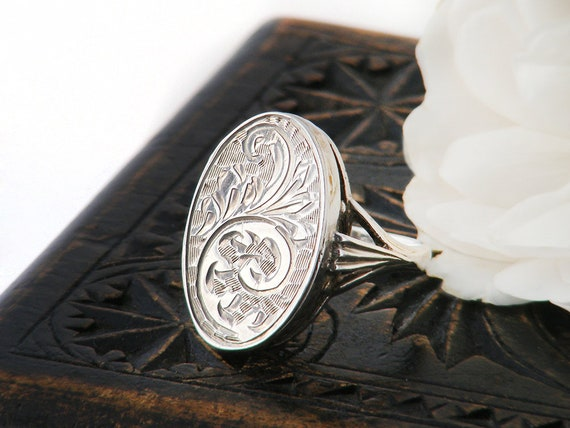 Vintage Locket Ring | Sterling Silver Oval Photo Locket Ring, Hand Chased Silver - US Ring Size 7, UK Ring Size O