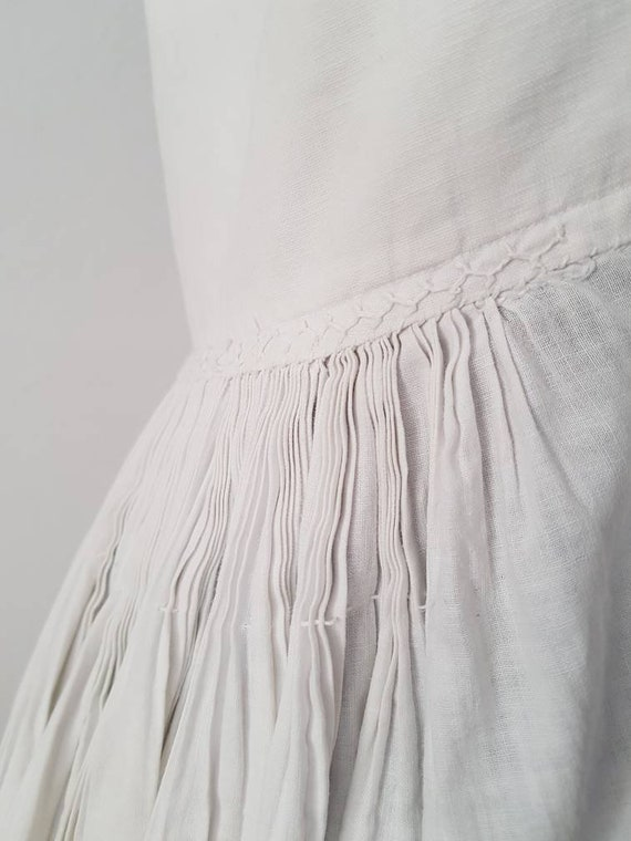 1930s Slovakian White Cotton Folk Dress Eastern E… - image 2