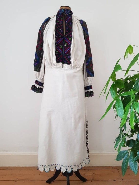 1940s Transylvanian Linen Dress Embroidered Roman… - image 2
