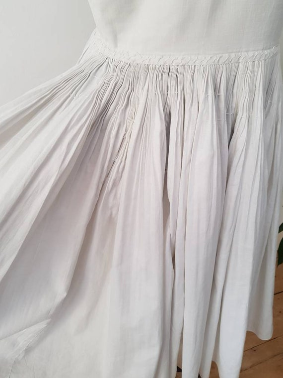 1930s Slovakian White Cotton Folk Dress Eastern E… - image 10