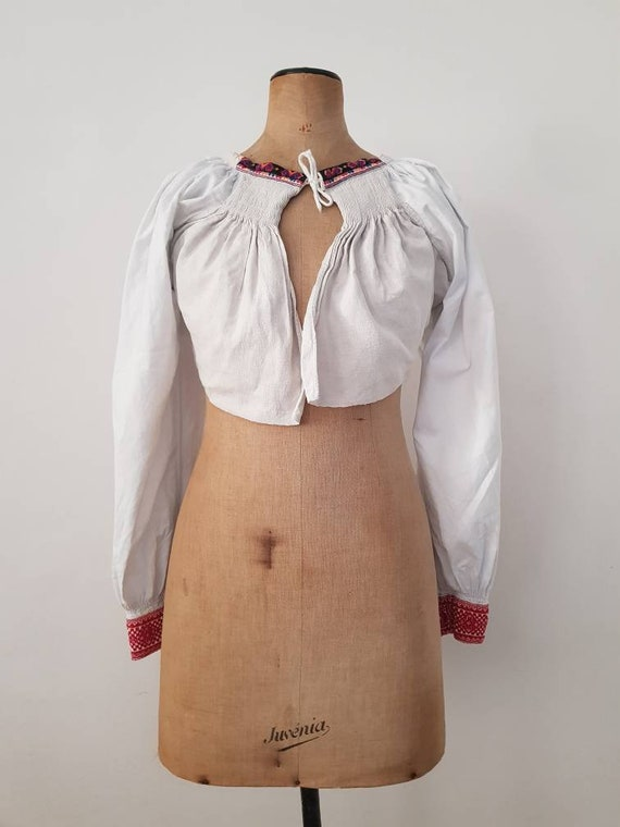 1930s Slovakian cropped Folk Blouse Embroidered Bi