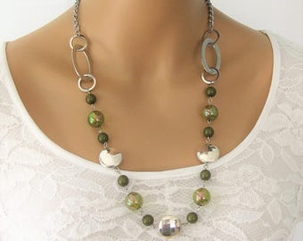 Chunky Beaded Necklaces, Green and Silver Beaded Necklaces, Olive Green Beaded Necklaces, Green and Silver Necklace, Beaded Necklaces, N844