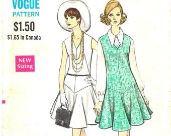 914165534e24a2 1960  s mod mouwloze jurk of jumper met naad detail Vogue naaien patroon  7541 V-hals daalde taille uitlopende rok-buste 32 1 2