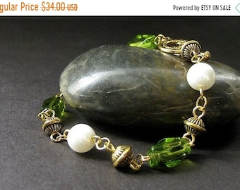 SUMMER SALE Elixir of Absinthe Green Bracelet in Glass, Pearl and Gold. Handmade Jewelry by Gilliauna