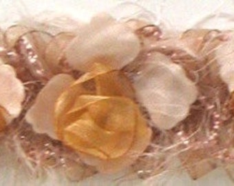 E5665 Cream Champagne Rose Floral Stretchy Sewing Trim - CRM