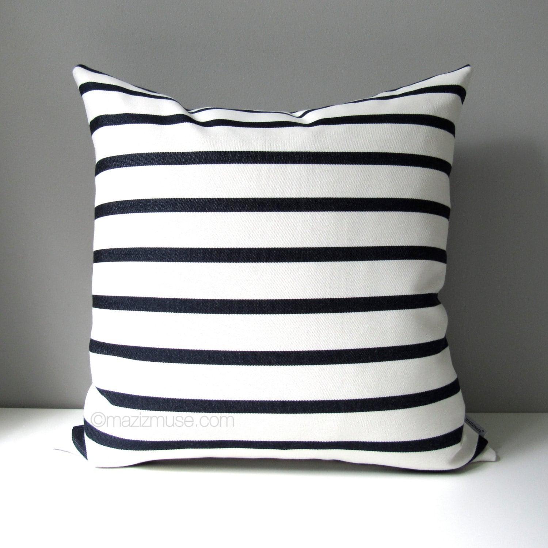 housse de coussin ext rieur bleu marine blanc taie etsy. Black Bedroom Furniture Sets. Home Design Ideas