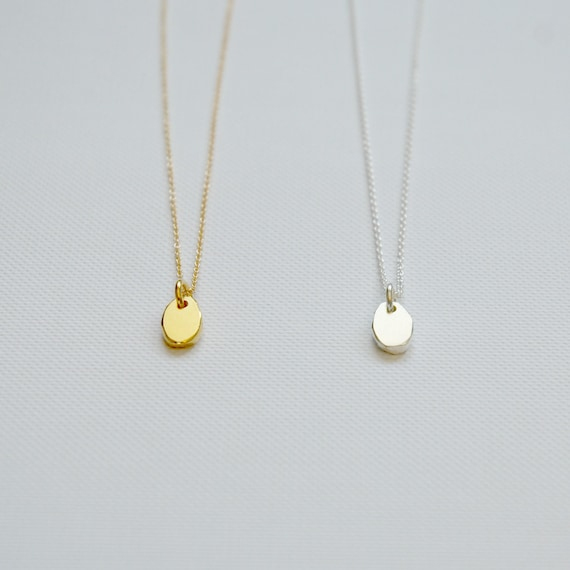 Pebble necklace in gold or silver