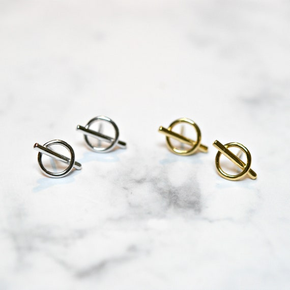 Circle and bar stud earrings