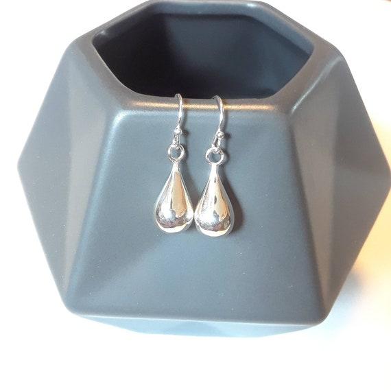 Sterling silver teardrop earrings, minimalist gift for women, simple jewelry, geometric earrings, raindrop earrings, everyday earrings