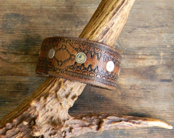 Vintage Tooled Leather Cuff Bracelet, Mens Wide Leather Cuff Bracelet, Repurposed Vinatge Leather Belt, Mens Leather Bracelet, Mens Jewelry