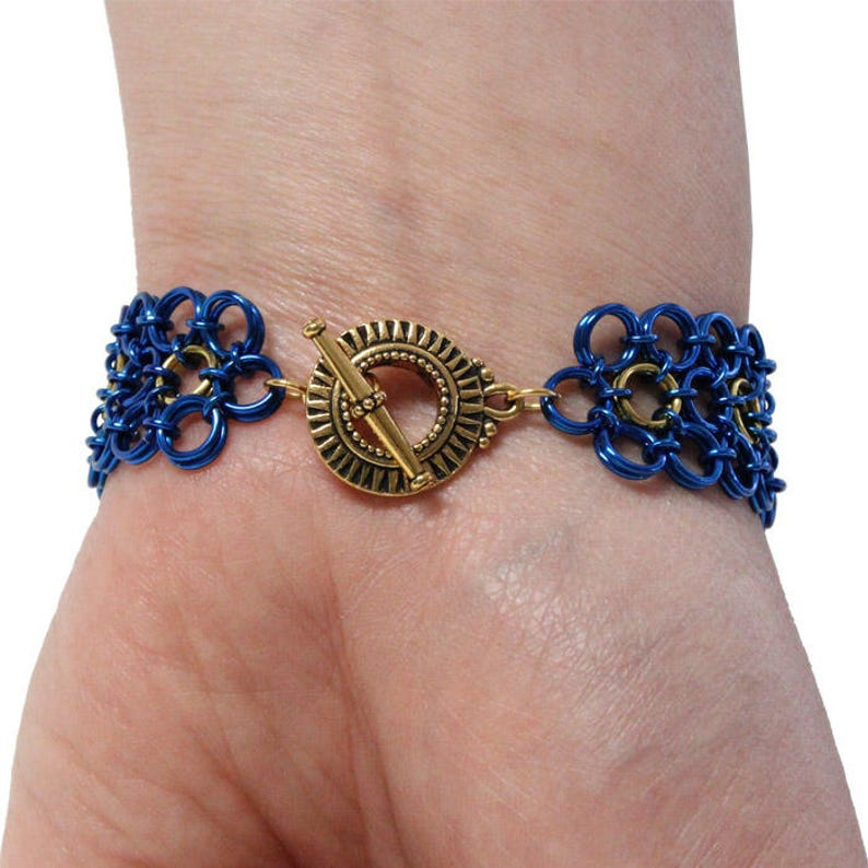 Queen of the Nile Chainmail Bracelet  6.5 to 7 Inch wrist size  crystal scarab beetles  gold and blue  pewter toggle clasp