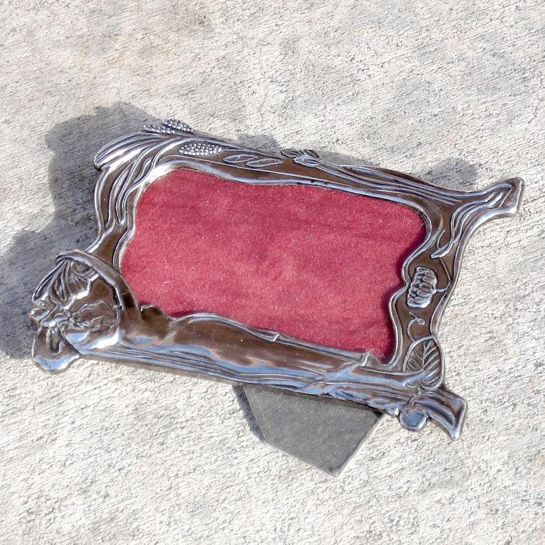 Periods & Styles Art Nouveau Nice Small Art Nouveau Frames Grenadier Zinc