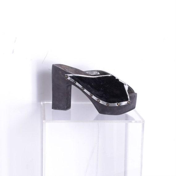 Vintage 1970s Shoes / 70s Deadstock Velvet Platfor