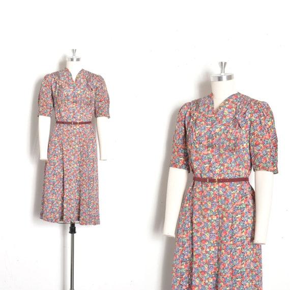 Vintage 1940s Dress / 40s Floral Print Rayon Dress