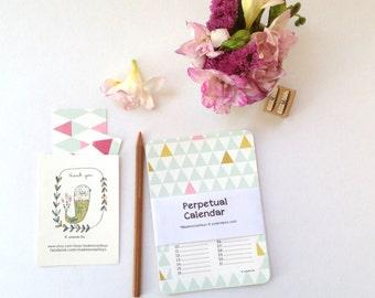 Calendrier perpétuel pour noter les anniversaires, motifs géométriques avec des couleurs douces