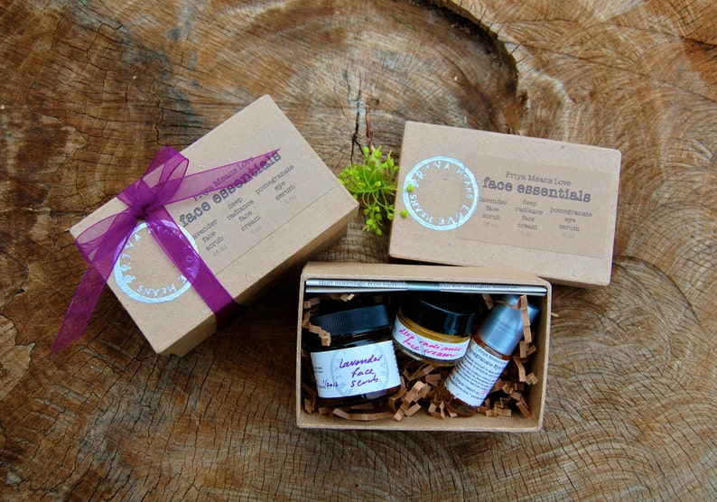 Face Essentials Kit  a gift box filled with small versions of image 0