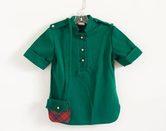 """Vintage 1960s 70s Girls Size 7 Top, Sears Winnie the Pooh Walt Disney Collection Forest Green Short Sleeve Top with Matching Purse, b28 L19"""""""