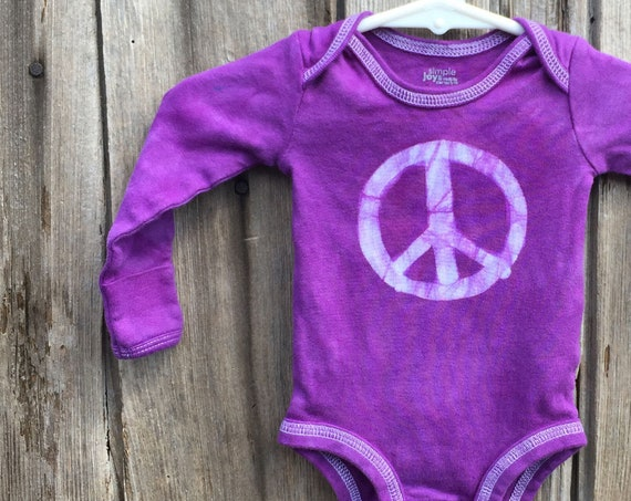 Peace Sign Baby Gift, Peace Sign Baby Bodysuit, Purple Peace Bodysuit, Baby Shower Gift, Neutral Baby Gift, Preemie Baby Bodysuit (Newborn)