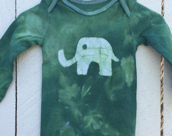 Elephant Baby Gift, Elephant Baby Bodysuit, Green Elephant Bodysuit, Baby Shower Gift, Gender Neutral Baby, Green Baby Gift (6-9 months)