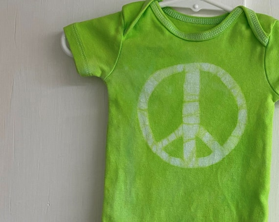 Peace Sign Baby Bodysuit, Baby Peace Sign Bodysuit, Peace Sign Baby Gift, Green Baby Gift, Gender Neutral Baby Gift (3-6 months)