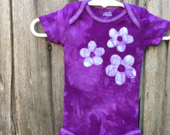 Purple Baby Bodysuit, Baby Girl Bodysuit, Flower Girl Bodysuit, Purple Flower Bodysuit, Purple Baby Gift, Baby Shower Gift (0-3 months)