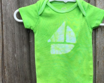 Green Sailboat Bodysuit, Sailboat Baby Gift, Green Boat Baby Gift, Boat Baby Bodysuit, Green Baby Gift, Nautical Baby Gift (0-3 months)