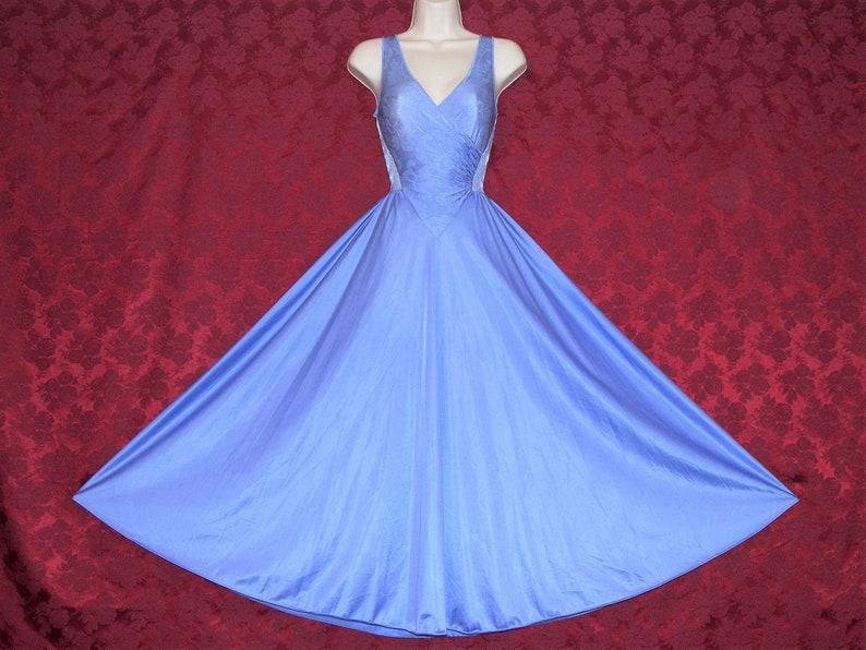Gorgeous vintage OLGA periwinkle blue formfit nylon spandex jaquard wrap bodice sweeping nightgown size XL.