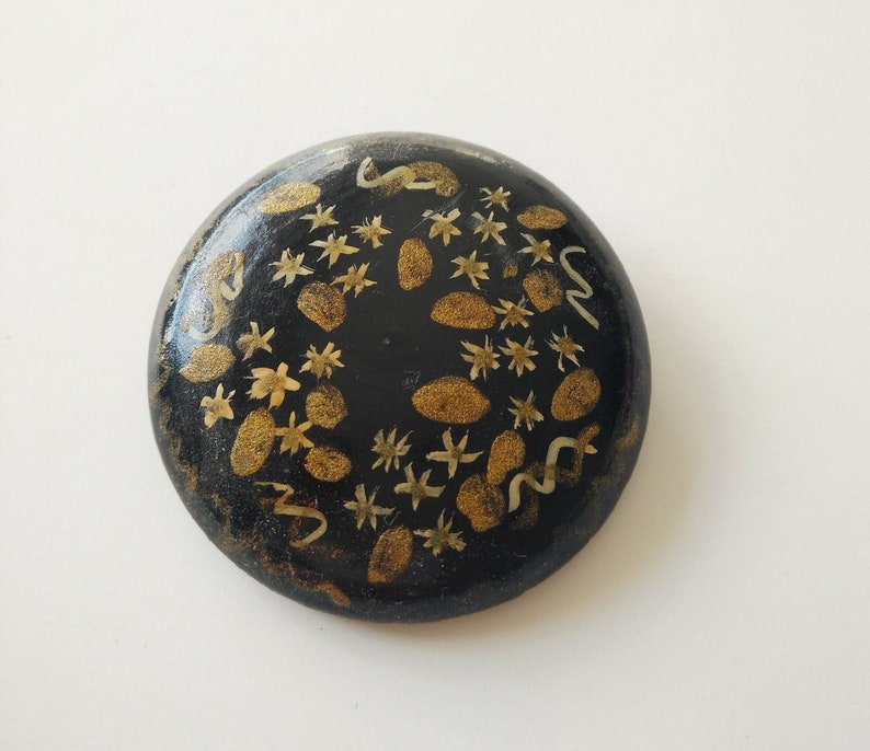 Round Wood Brooch Vintage 1970/'s from Argentina Perfect condition.