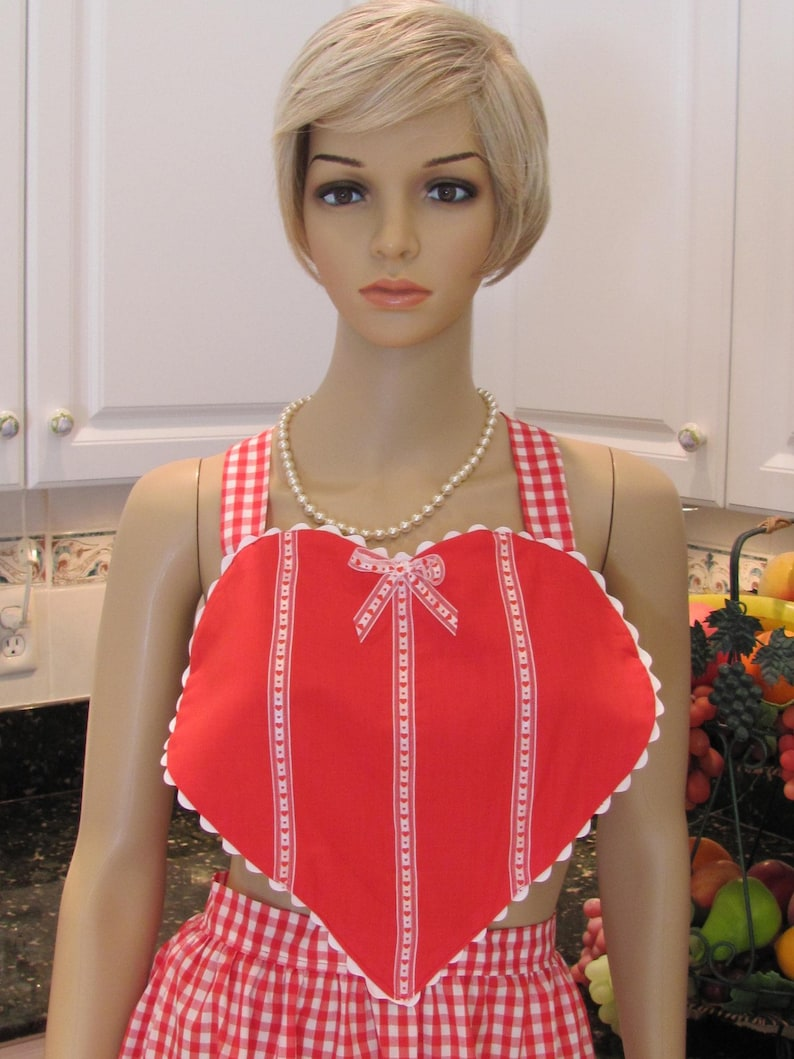 MOTHER DAUGHTER Apron Set Red Heart Bib Apron with matching childs apron size 5 to 8