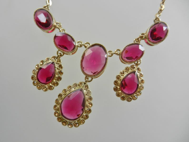 Stunning Modern Trifari red drop  necklace - Art.2804 lovely bib necklace by a glamorous style so chic