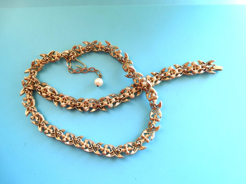1960 Vtg Crown TRIFARI pearls and rhinestones  Necklace /& Bracelet set-golden ribbon with flower Pearls and Clear Rhinestones-art.5103-