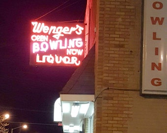 Grand Rapids photo, Grand Rapids photography, Grand Rapids art, Wenger's Bowling, neon sign, vintage sign, bowling alley, night photography