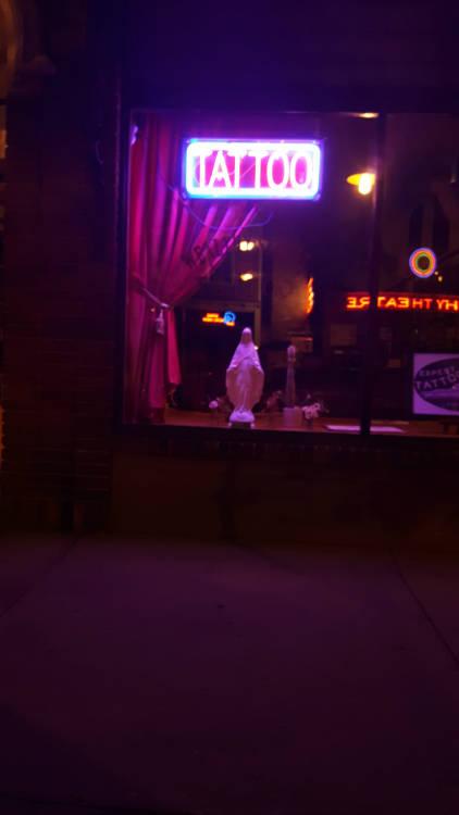 Jungfrau mit mitte 20 neon
