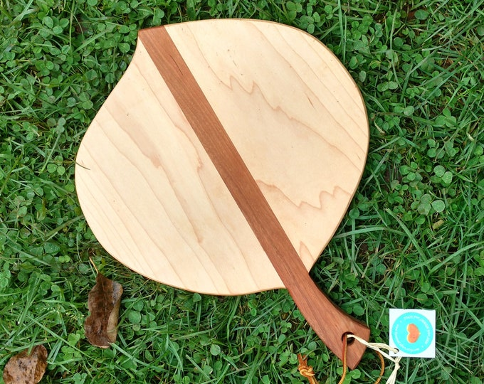 Leaf Shaped Cutting Board in Hard Maple Wood with Cherry Wood Handle, Cheese Board in Maple and Cherry Wood, Wedding Gift, Kitchen Ware